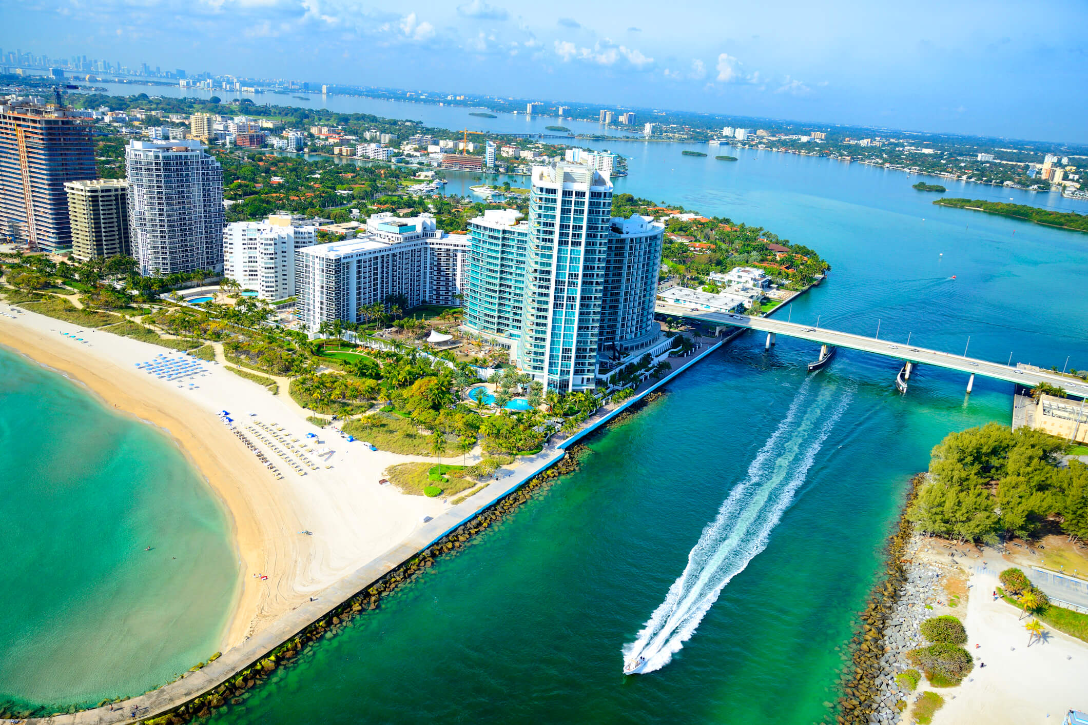 This is an aerial photo of miami beach which is also on of the locations that titleloansonline.com serves